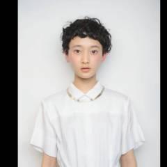 パーマ 黒髪 ショート ショートバング ヘアスタイルや髪型の写真・画像