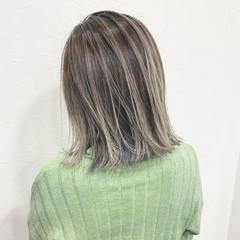 バレイヤージュ セミロング ナチュラル コントラストハイライト ヘアスタイルや髪型の写真・画像