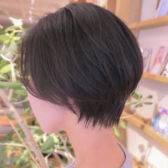 耳かけ 抜け感 ショートボブ ナチュラル ヘアスタイルや髪型の写真・画像