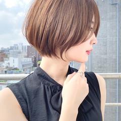 ショートヘア 前下がりショート ショート ナチュラル ヘアスタイルや髪型の写真・画像