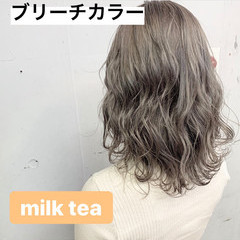ミディアム ミルクティーベージュ セミディ ナチュラル ヘアスタイルや髪型の写真・画像