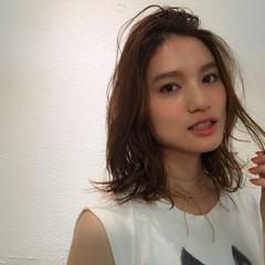 フェミニン ミディアム ストリート 外国人風 ヘアスタイルや髪型の写真・画像