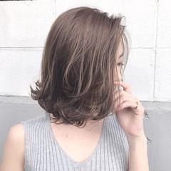 アッシュ ハイライト フェミニン アンニュイ ヘアスタイルや髪型の写真・画像