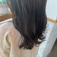 セミロング 外ハネボブ 切りっぱなしボブ ナチュラル ヘアスタイルや髪型の写真・画像
