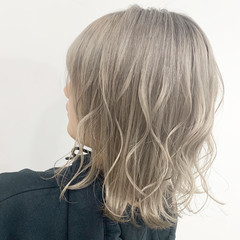 ブリーチ ハイトーン ホワイトグレージュ ストリート ヘアスタイルや髪型の写真・画像