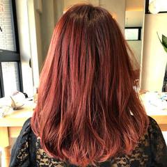 ピンクバイオレット グレージュ レイヤースタイル 切りっぱなしボブ ヘアスタイルや髪型の写真・画像
