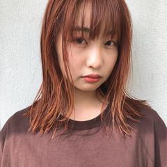アプリコットオレンジ セミロング ナチュラル オレンジカラー ヘアスタイルや髪型の写真・画像