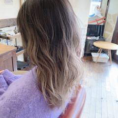 波巻き ブリーチ 大人可愛い セミロング ヘアスタイルや髪型の写真・画像