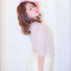 セミロング ヘアアレンジ フェミニン アッシュ ヘアスタイルや髪型の写真・画像