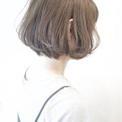 アッシュ ストリート グレージュ ショート ヘアスタイルや髪型の写真・画像
