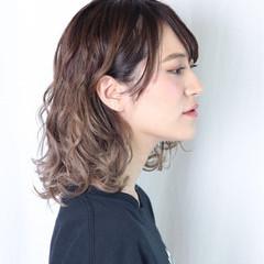 イルミナカラー セミロング ブリーチ ストリート ヘアスタイルや髪型の写真・画像