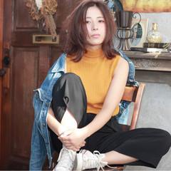 ミディアム 外ハネ 秋 ピンク ヘアスタイルや髪型の写真・画像