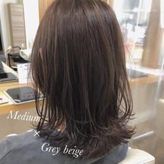 レイヤースタイル ナチュラル ミディアム グレージュ ヘアスタイルや髪型の写真・画像