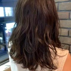 レイヤースタイル ミディアム エレガント レイヤーヘアー ヘアスタイルや髪型の写真・画像