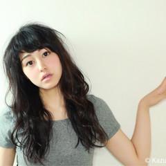 暗髪 前髪あり 外国人風 ゆるふわ ヘアスタイルや髪型の写真・画像