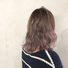 ラベンダーグレージュ ラベンダー ラベンダーアッシュ 波ウェーブ ヘアスタイルや髪型の写真・画像