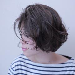 暗髪 外国人風 ブラウン アッシュ ヘアスタイルや髪型の写真・画像