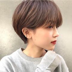 ハイトーン グレージュ ショート デート ヘアスタイルや髪型の写真・画像