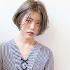 小顔 ショート ダブルカラー ミルクティー ヘアスタイルや髪型の写真・画像