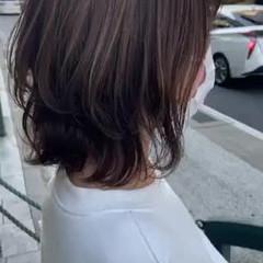 レイヤーカット ミディアム ミディアムレイヤー グレージュ ヘアスタイルや髪型の写真・画像