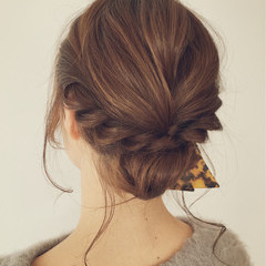 簡単ヘアアレンジ 編み込み セミロング フェミニン ヘアスタイルや髪型の写真・画像