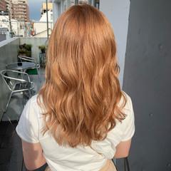オレンジベージュ セミロング ダブルブリーチ オレンジカラー ヘアスタイルや髪型の写真・画像