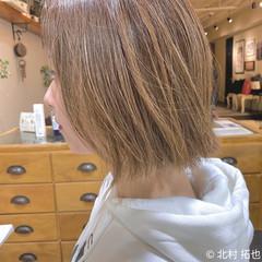 切りっぱなしボブ グレージュ 極細ハイライト ボブ ヘアスタイルや髪型の写真・画像