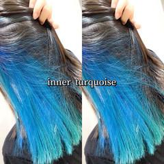 #インナーカラー ターコイズブルー ストリート インナーブルー ヘアスタイルや髪型の写真・画像