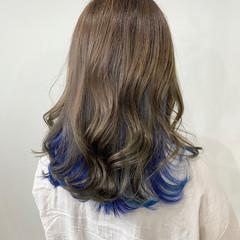 インナーカラー モード ネイビーブルー セミロング ヘアスタイルや髪型の写真・画像