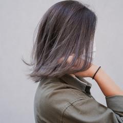 地毛ハイライト グレー ショートボブ バレイヤージュ ヘアスタイルや髪型の写真・画像