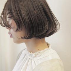 ナチュラル グレージュ ブルーアッシュ ロブ ヘアスタイルや髪型の写真・画像