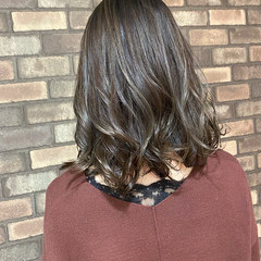 大人ミディアム オリーブアッシュ イルミナカラー ミディアム ヘアスタイルや髪型の写真・画像