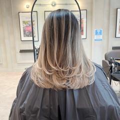 ミディアムレイヤー 外国人風カラー ミディアム レイヤーカット ヘアスタイルや髪型の写真・画像