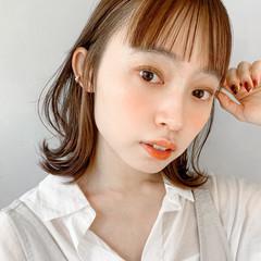 小顔ショート 艶グレーベージュ 外ハネ 簡単ヘアアレンジ ヘアスタイルや髪型の写真・画像