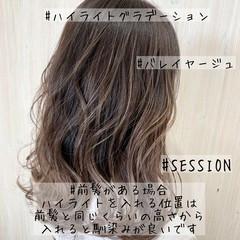 ミディアム グラデーションカラー ナチュラル バレイヤージュ ヘアスタイルや髪型の写真・画像