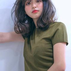 セミロング ナチュラル パーマ うざバング ヘアスタイルや髪型の写真・画像