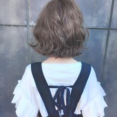 ピンクベージュ ハイトーンカラー アッシュグレージュ ナチュラル ヘアスタイルや髪型の写真・画像
