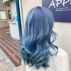 派手髪 グラデーションカラー ブルー ロング ヘアスタイルや髪型の写真・画像