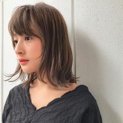 ミディアム オフィス 透明感 フェミニン ヘアスタイルや髪型の写真・画像