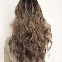 ベージュ 透明感カラー バレイヤージュ ハイライト ヘアスタイルや髪型の写真・画像