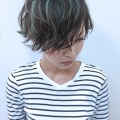 ハイライト ナチュラル ウェーブ ラフ ヘアスタイルや髪型の写真・画像