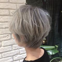 アッシュグレージュ ストリート グラデーションカラー ショート ヘアスタイルや髪型の写真・画像