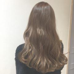 ベージュ ミルクティーベージュ ロング イルミナカラー ヘアスタイルや髪型の写真・画像