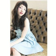 セミロング 前髪あり 外国人風 ガーリー ヘアスタイルや髪型の写真・画像