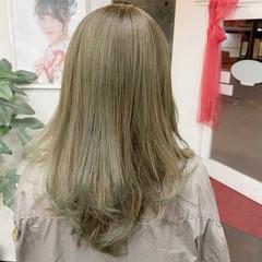 ナチュラル セミロング オリーブベージュ ヘアスタイルや髪型の写真・画像