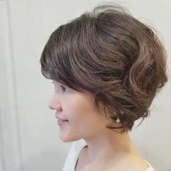 エレガント 40代 くせ毛風 ショートボブ ヘアスタイルや髪型の写真・画像