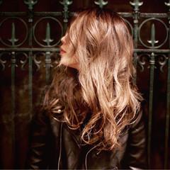 ウェーブ ロング ハイライト ストリート ヘアスタイルや髪型の写真・画像