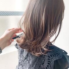 フェミニン ミディアム ミディアムレイヤー 前髪あり ヘアスタイルや髪型の写真・画像