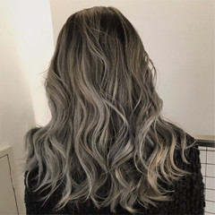 ロング ブリーチ ウェーブ グラデーションカラー ヘアスタイルや髪型の写真・画像