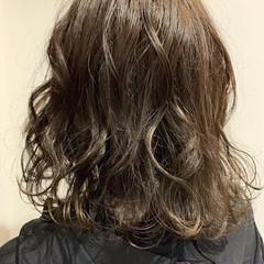 ブリーチなし セミロング アッシュグレージュ 透明感 ヘアスタイルや髪型の写真・画像